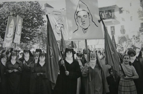 Demonstration of women calling for the return of the king in exile, Mohamecd V, during the French/Spanish protectorate; Tetuan, Morocco, 1953. – Zamane Magazine